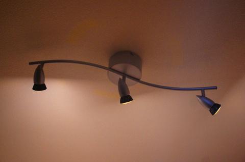 LED電球を装着。光の漏れが少なくなった分陰影がはっきり
