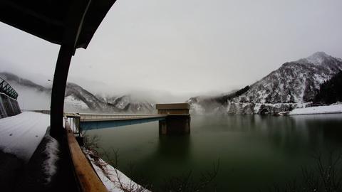 トンネルを抜け開けた視界と手取湖