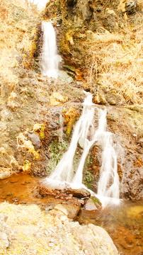 散策路の滝