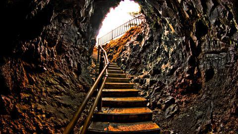 巌門洞窟の内部