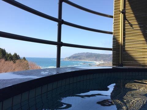 猿山岬を眺めながらの露天風呂は最高