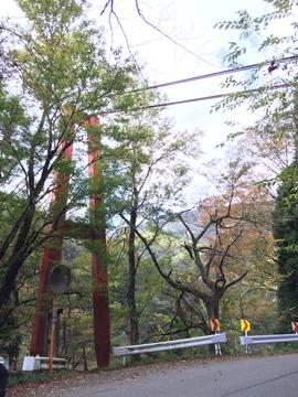 真っ赤な吊り橋が目印の我谷登山口