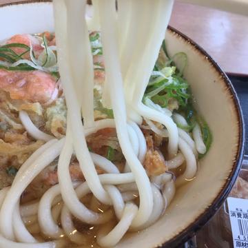 細くて真っ白な麺。コシ?そんなの必要なし