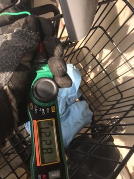 キーのオンオフと連動して電圧が12ボルトになるか確認