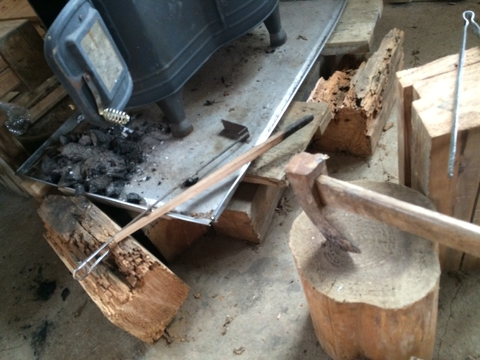 整備された小屋の中には暖炉も