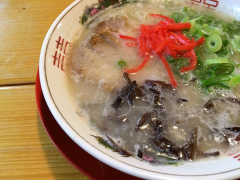ラーメン600円(紅ショウガのせ状態)