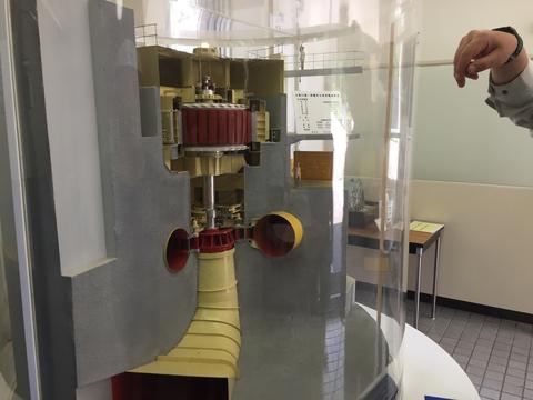エントランスにある手取川第1発電所タービンの模型