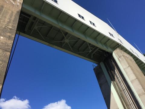 手取川ダムクレストローラーゲートを間近に