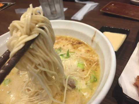 とんこつの方は細麺
