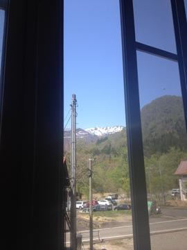 窓の外には白山の眺め