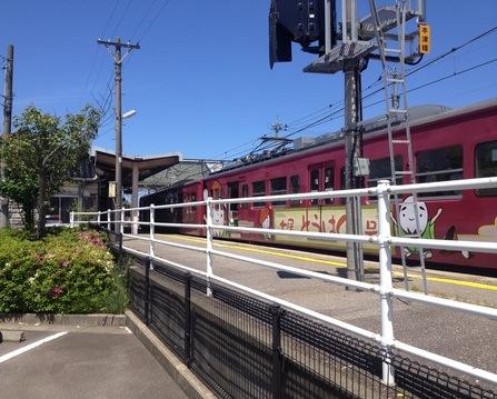 スタート地点本津幡駅。駐車場もあり