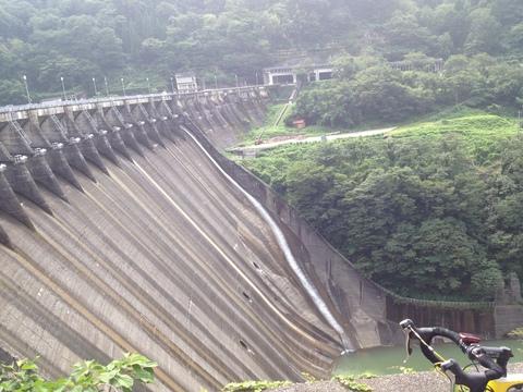 小牧ダムの巨大な堤