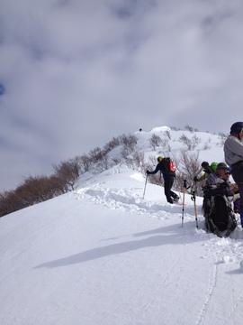 急な登りを終えて稜線へ