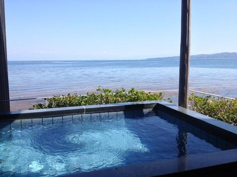 海の真横の絶景露天風呂