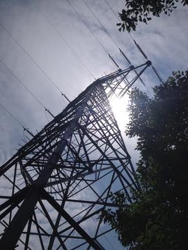 コースは高圧線塔の管理道路もかねている模様