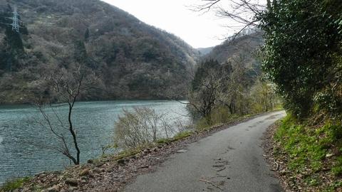 市内石川県道114号線より内川ダム湖畔にアプローチ