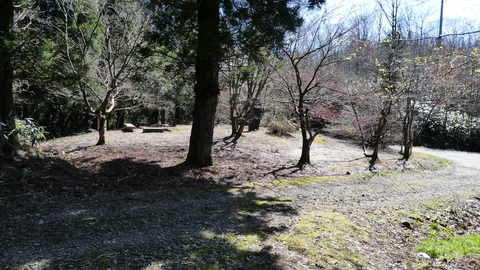 ベンチもあり公園になっている