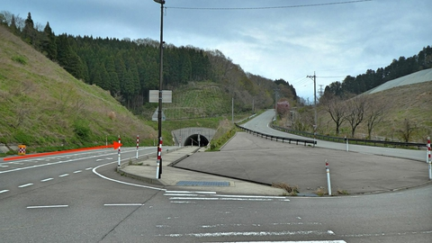 清水田島トンネルへ(余力があるなら右の旧道を通ってもいい)