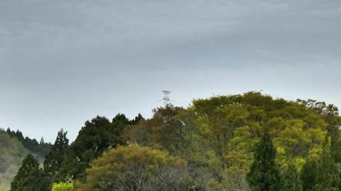 遠くに見えるのは松根城横の能登幹線104号鉄塔、今からあそこまで登る