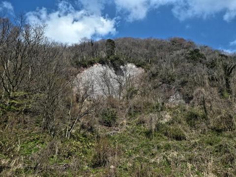 崩落箇所が。山全体がこんな感じでシュークリーム構造なのかな