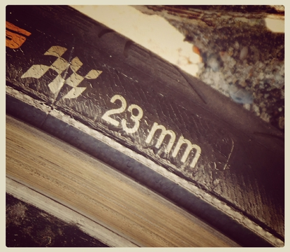 ロードバイク用23mmタイヤ