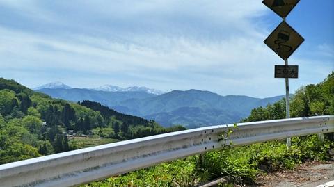 この峠道からの大門山(加賀富士)はとても美しい