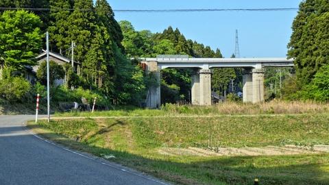 のと里山海道と再開。奥の鉄塔は鳳珠線45番