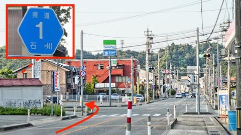 今日はじめてのコンビニ。左で穴水駅。ここが石川県道1号線