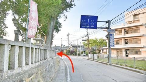 案内標識に従って左折