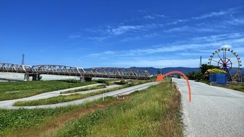 遊園地手前、手取川橋の下を通過
