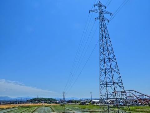松任久常線25番の向こうに和田山が見えるその横が久常変電所