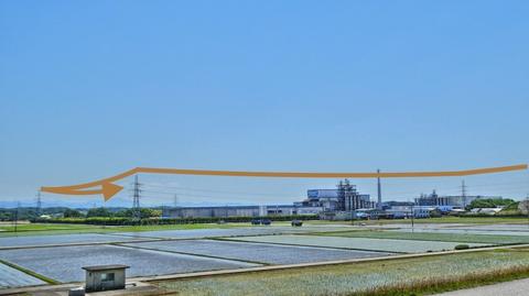 東レの工場を回り込む様に送電線が配線されているのがわかる