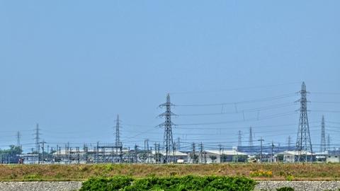 対岸に見えるのが川北変電所、そこから延びるのが能美川北線鉄塔