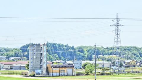 巨大なドラム缶の様な宮竹発電所
