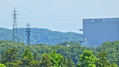 能美川北線は山の中の工場の横まで伸びているキャンドル型の1番鉄塔が見える