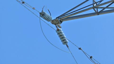 ガイシの数で電圧がわかる。鶴来第1線は5玉で77kV