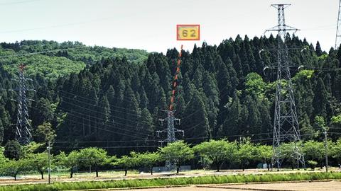 こちらは手取幹線。154kVは基本的に大きいのだが62番だけやたらチビ鉄塔