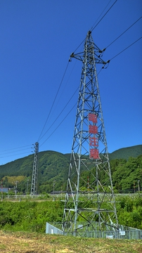 6.6kV(電柱と同じ電圧)の河川横断鉄塔は珍しい