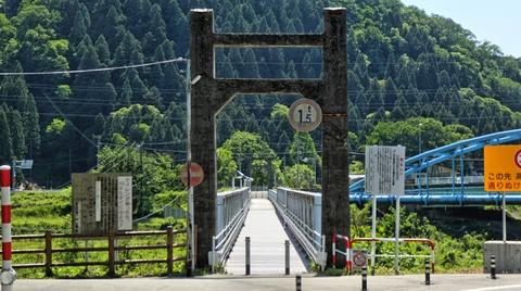 かつては対岸の道の駅からこの歩行者用橋を渡って一宮駅前からキャニオンロードがスタートしていた