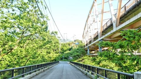 渡っている桁橋は風流な名前の濁澄橋。ちなみに右の国道157号のアーチ橋も同名