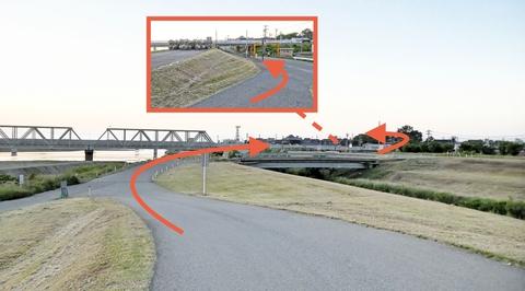 最後の美川大橋が見える。用水の橋を渡ってすぐに左で線路下
