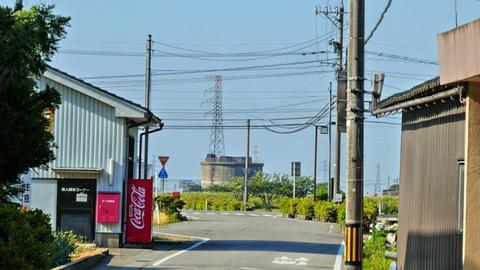 灯台笹町の向こうには七ヶ用水の明島発電所が見える