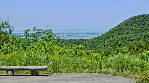 ベンチと小松加賀市内の絶景