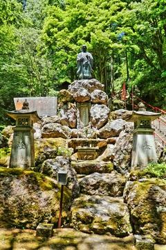 那殿観音の泰澄大師像