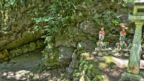 志納所と宝水までの間には人が通れる法皇岩