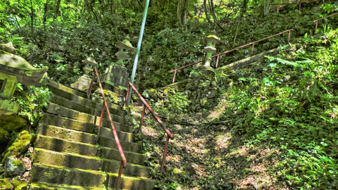 那殿観音本殿までの階段