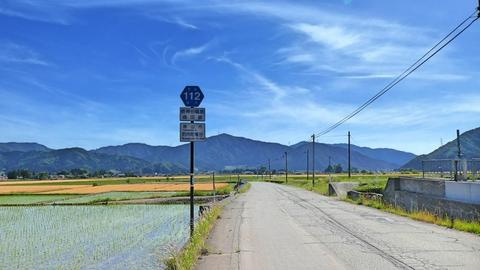 県道112号は大通りをバイパスする静かな道