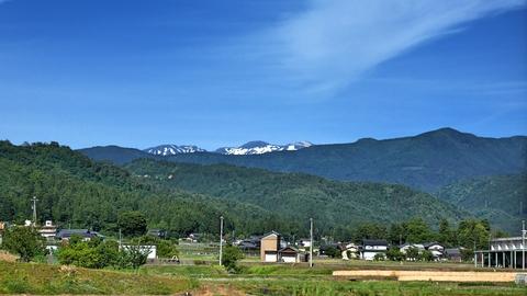 更に後方には白山御前峰が頭を覗かせる