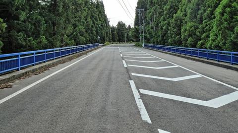 国道364号の橋は青色で統一されていて格好いい
