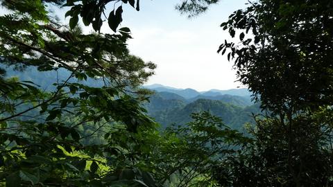 マセ山展望岩よりの眺め。300m程度の山ではあるが結構先まで見える